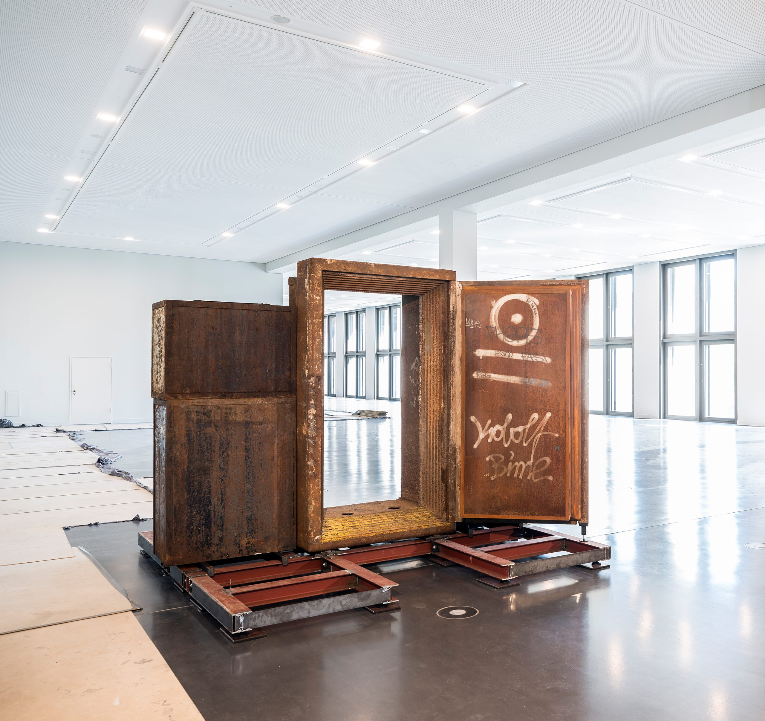 Installation of the Berlin Exhibition begins: the legendary 'TRESOR' club door moves into the Humboldt Forum